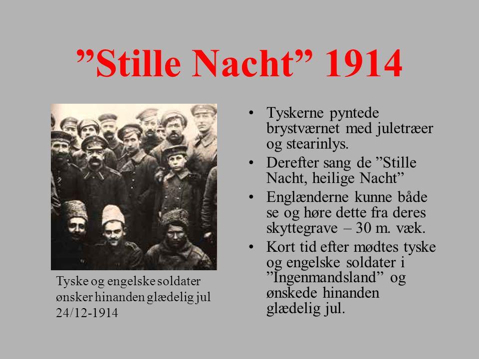 Stille Nacht 1914 Tyskerne pyntede brystværnet med juletræer og stearinlys. Derefter sang de Stille Nacht, heilige Nacht