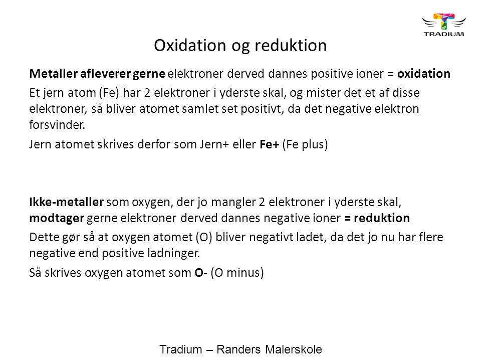 Hvorfor har alle metaller positive ioner