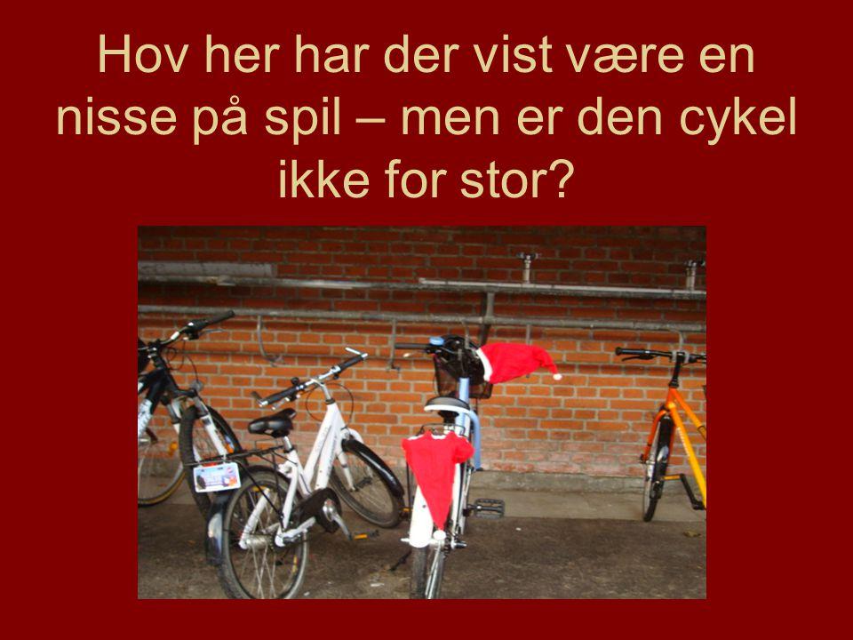 Hov her har der vist være en nisse på spil – men er den cykel ikke for stor