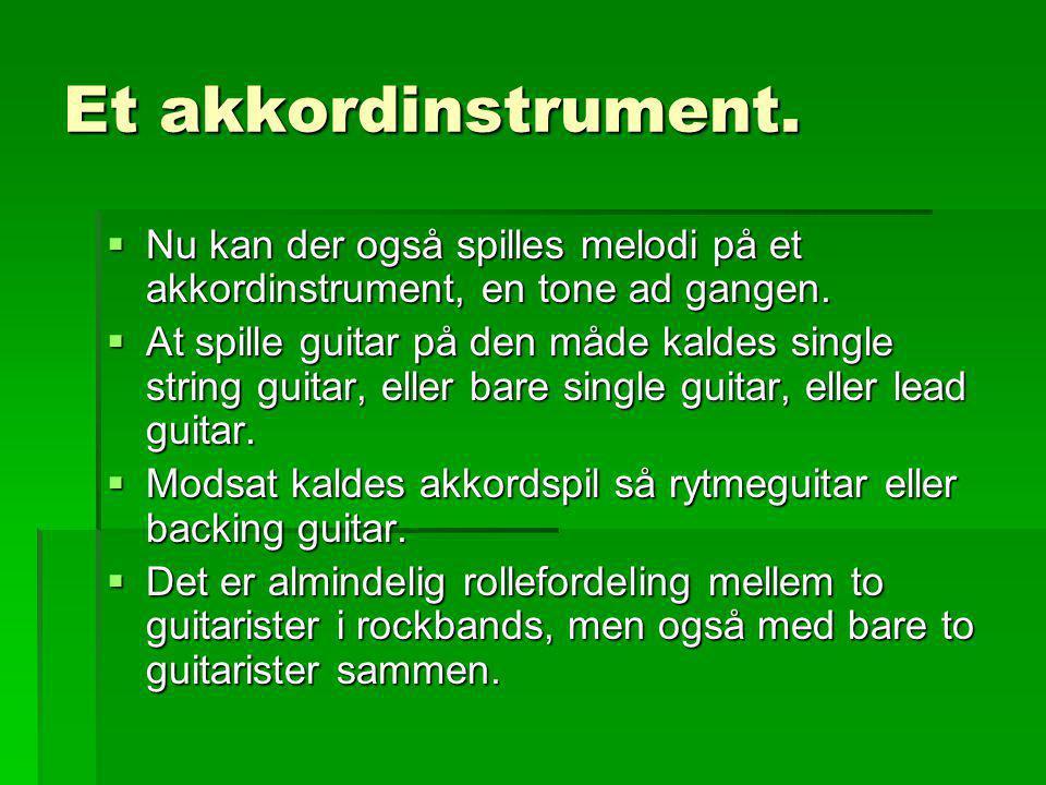 Et akkordinstrument. Nu kan der også spilles melodi på et akkordinstrument, en tone ad gangen.