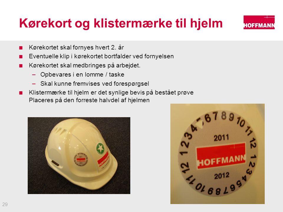 Kørekort og klistermærke til hjelm