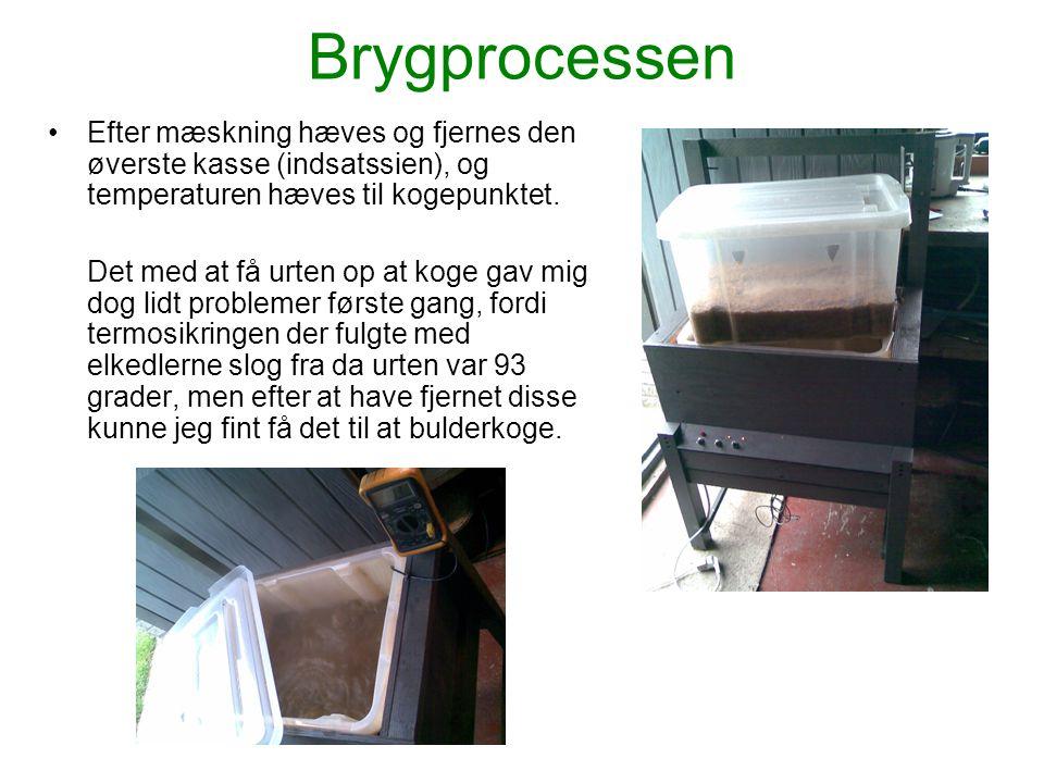 Brygprocessen Efter mæskning hæves og fjernes den øverste kasse (indsatssien), og temperaturen hæves til kogepunktet.