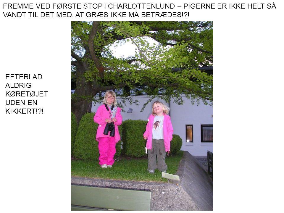 FREMME VED FØRSTE STOP I CHARLOTTENLUND – PIGERNE ER IKKE HELT SÅ VANDT TIL DET MED, AT GRÆS IKKE MÅ BETRÆDES! !