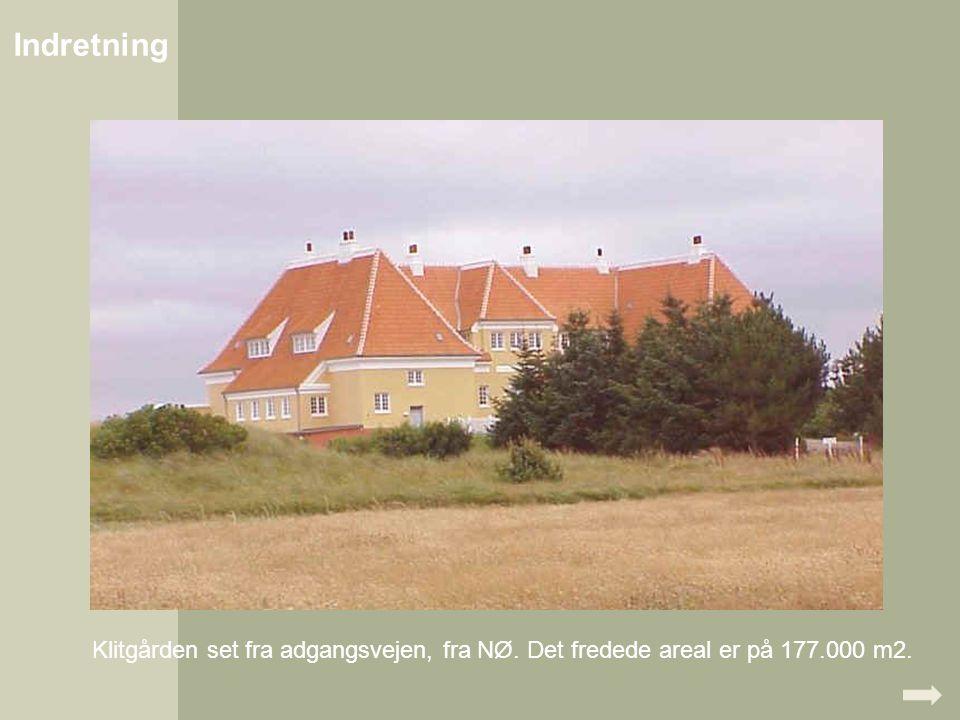 Indretning Klitgården set fra adgangsvejen, fra NØ. Det fredede areal er på 177.000 m2.