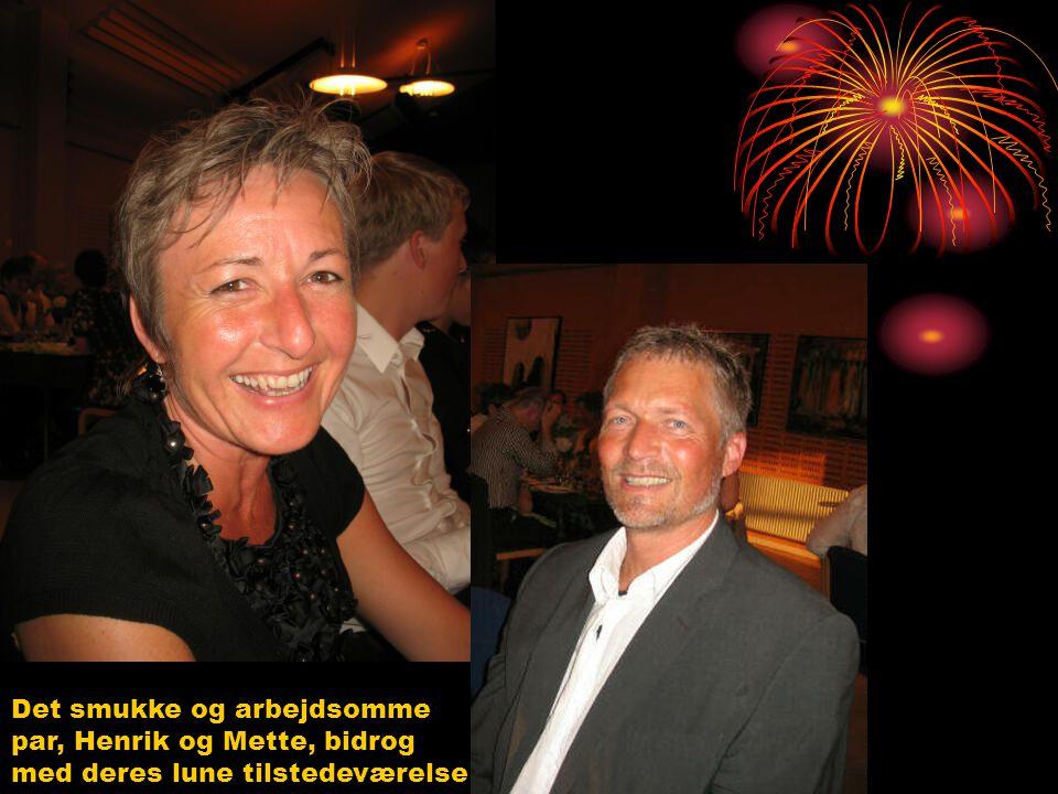 Det smukke og arbejdsomme par, Henrik og Mette, bidrog med deres lune tilstedeværelse
