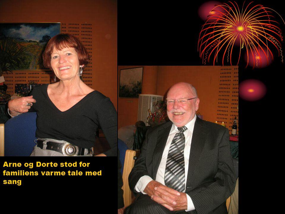 Arne og Dorte stod for familiens varme tale med sang