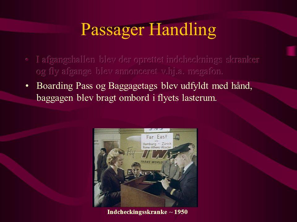 Passager Handling I afgangshallen blev der oprettet indchecknings skranker og fly afgange blev annonceret v.hj.a. megafon.