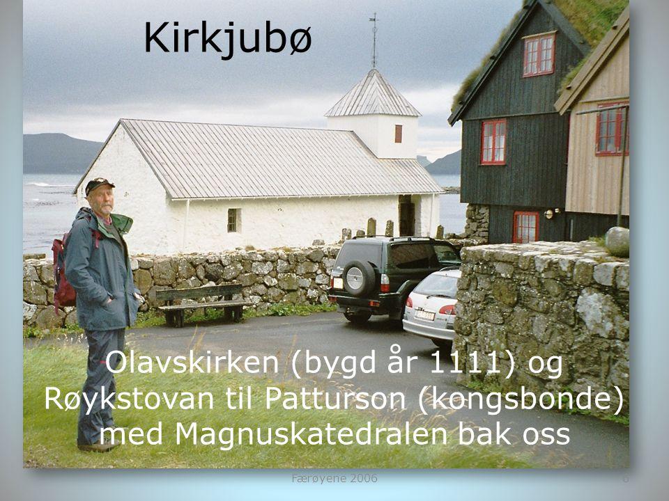 Kirkjubø Olavskirken (bygd år 1111) og Røykstovan til Patturson (kongsbonde) med Magnuskatedralen bak oss.