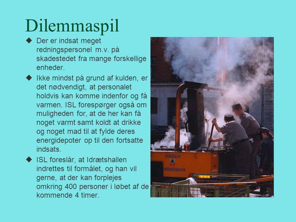 Dilemmaspil Der er indsat meget redningspersonel m.v. på skadestedet fra mange forskellige enheder.