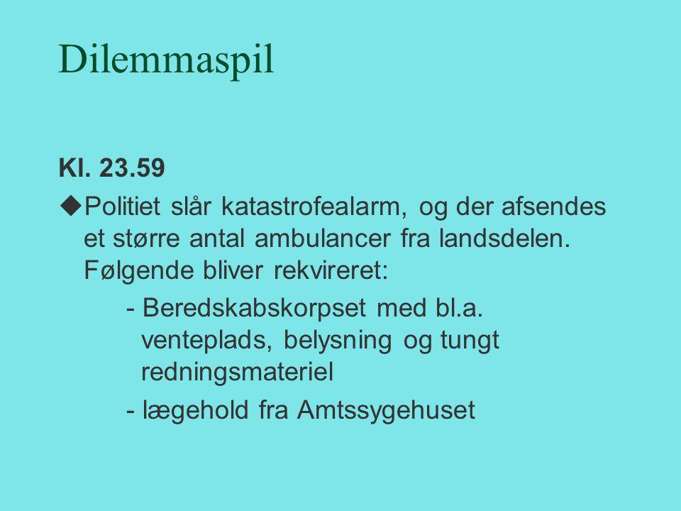 Dilemmaspil Kl. 23.59. Politiet slår katastrofealarm, og der afsendes et større antal ambulancer fra landsdelen. Følgende bliver rekvireret: