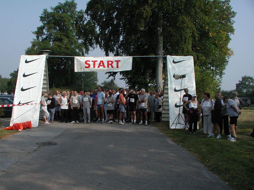 I Danmark afvikles Sct Hans Løbene nu på tiende år, og løbene tiltrækker hvert år næsten 1500 psykiatriske patienter.