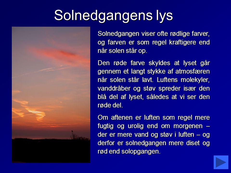 Solnedgangens lys Solnedgangen viser ofte rødlige farver, og farven er som regel kraftigere end når solen står op.