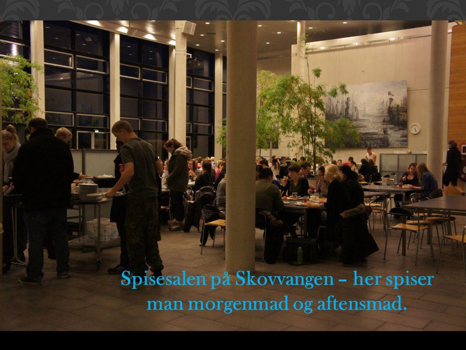 Spisesalen på Skovvangen – her spiser man morgenmad og aftensmad.
