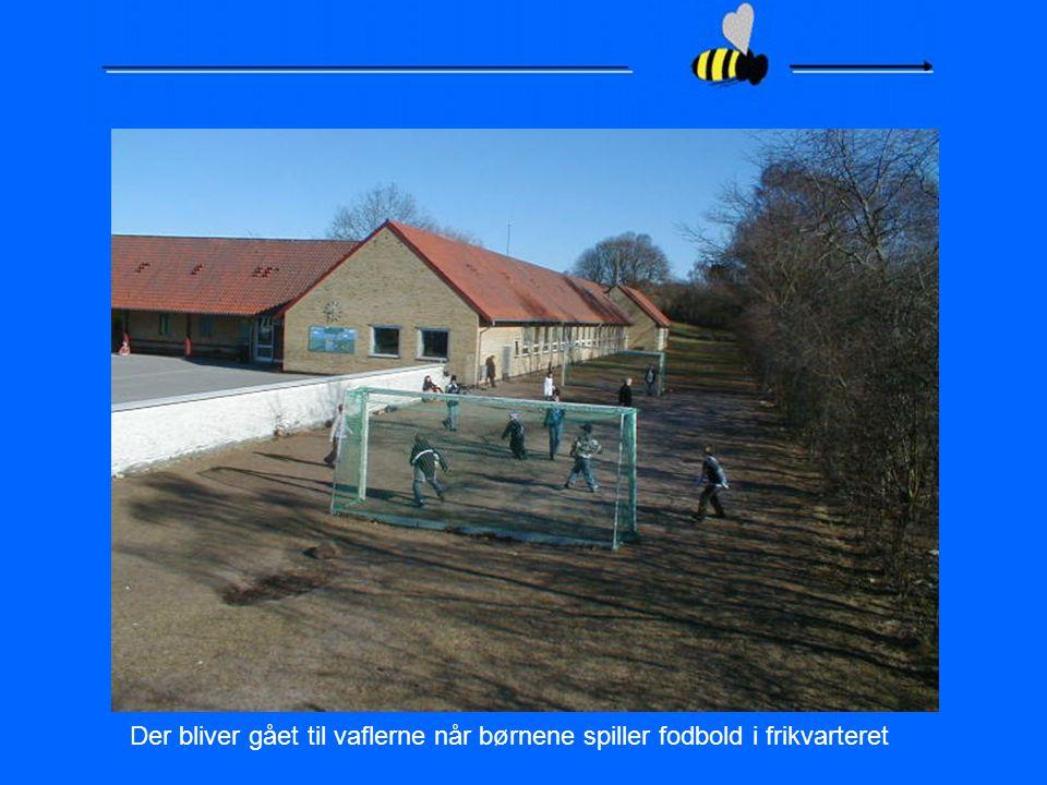 Der bliver gået til vaflerne når børnene spiller fodbold i frikvarteret