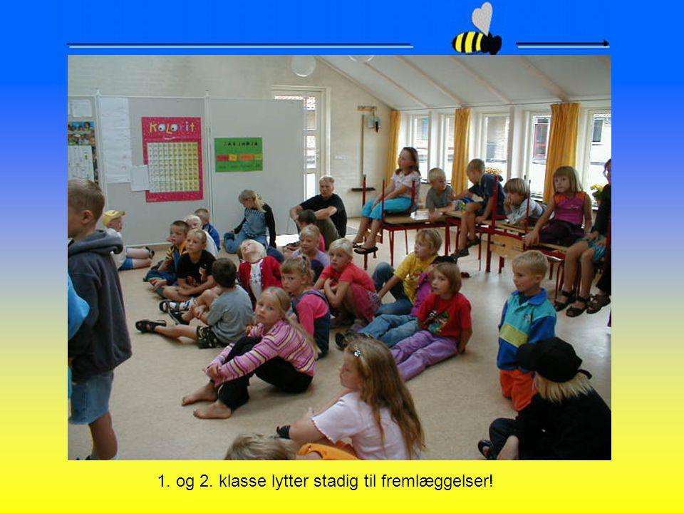 1. og 2. klasse lytter stadig til fremlæggelser!