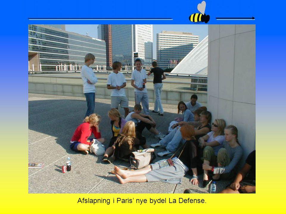 Afslapning i Paris' nye bydel La Defense.