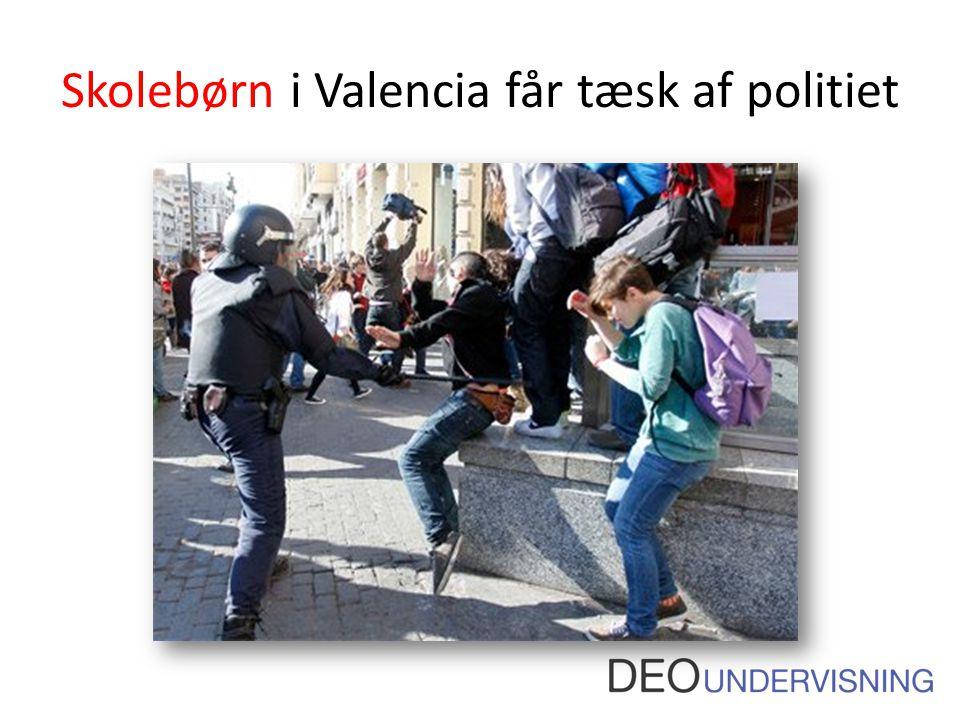 Skolebørn i Valencia får tæsk af politiet