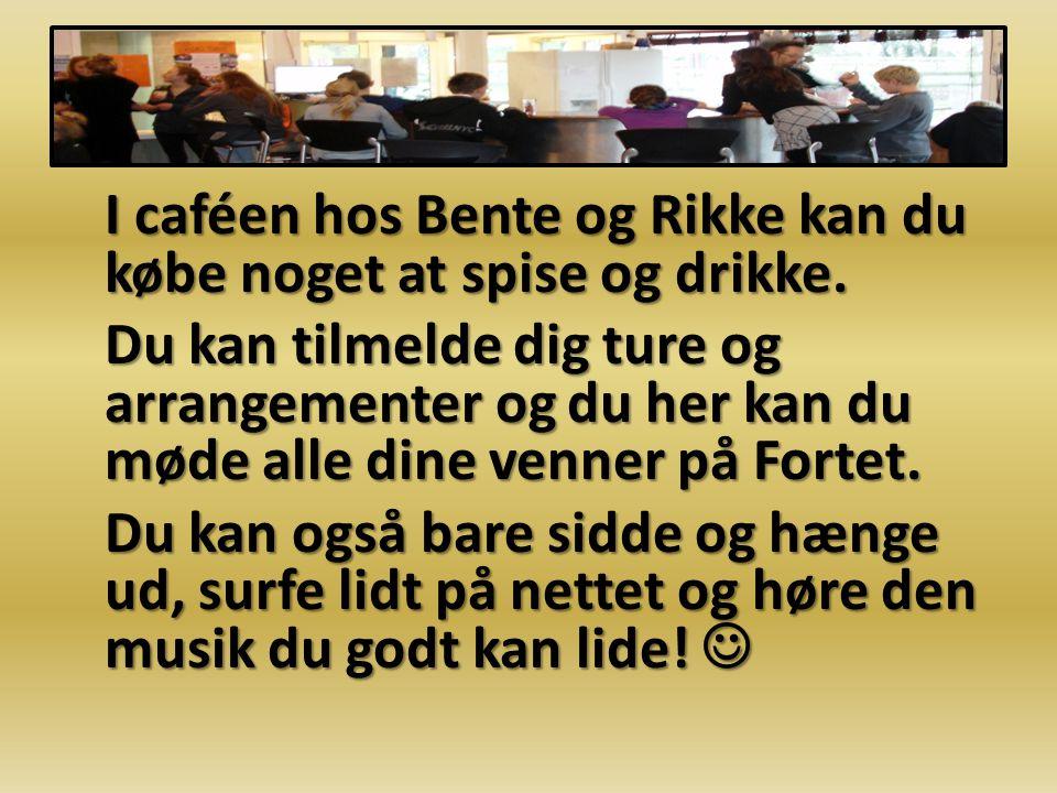 I caféen hos Bente og Rikke kan du købe noget at spise og drikke.