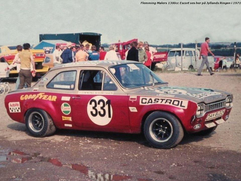 Flemming Malers 1300cc Escort ses her på Jyllands Ringen i 1971