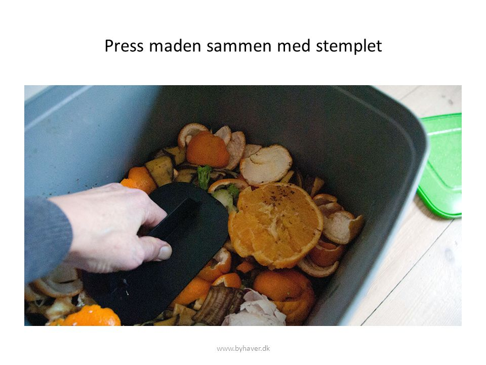 Press maden sammen med stemplet