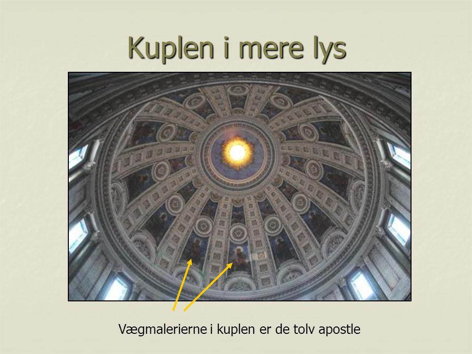 Vægmalerierne i kuplen er de tolv apostle