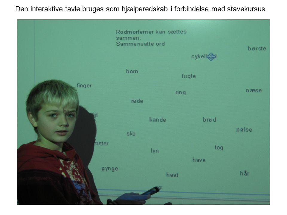 Den interaktive tavle bruges som hjælperedskab i forbindelse med stavekursus.