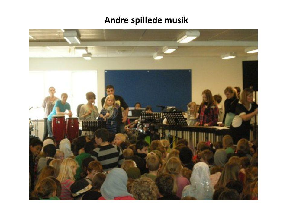 Andre spillede musik