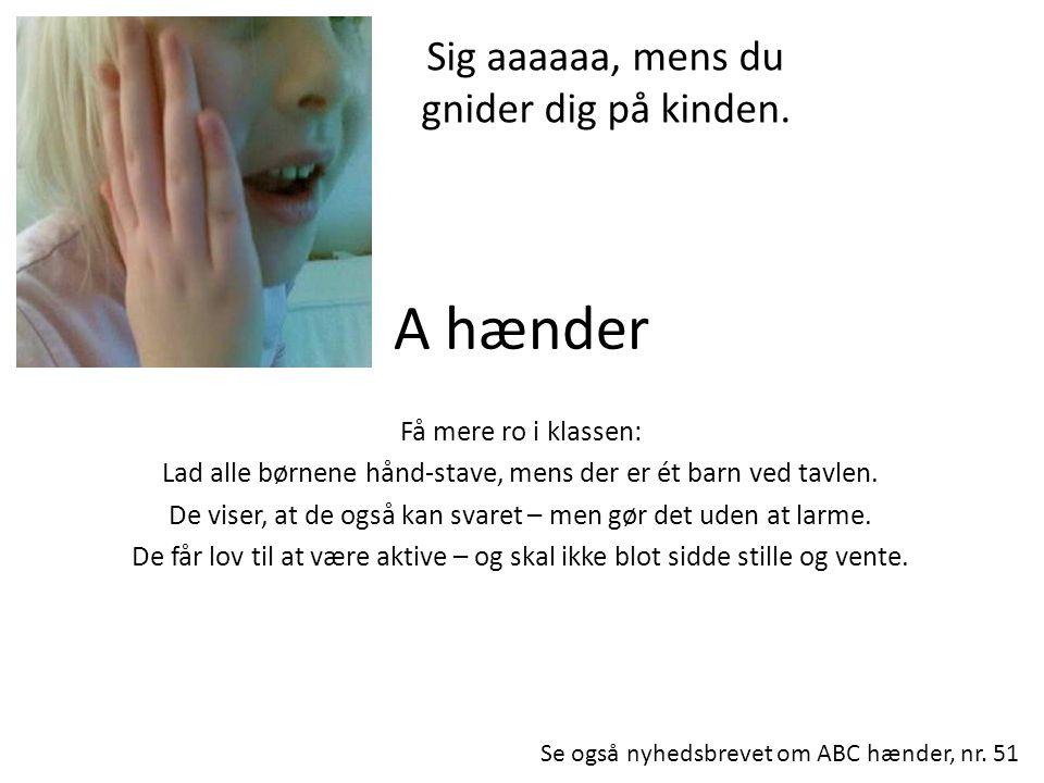 A hænder Sig aaaaaa, mens du gnider dig på kinden.