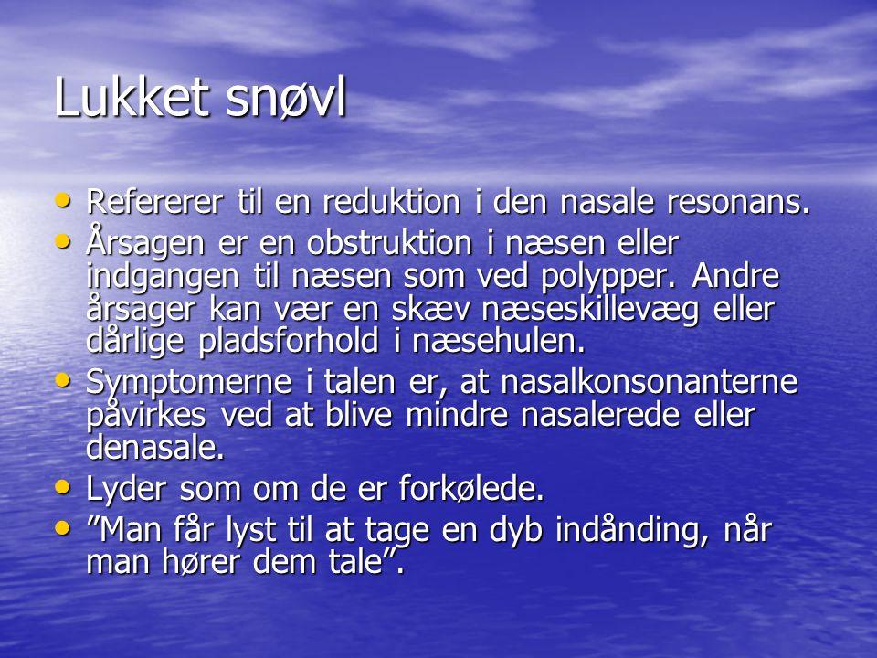 Lukket snøvl Refererer til en reduktion i den nasale resonans.