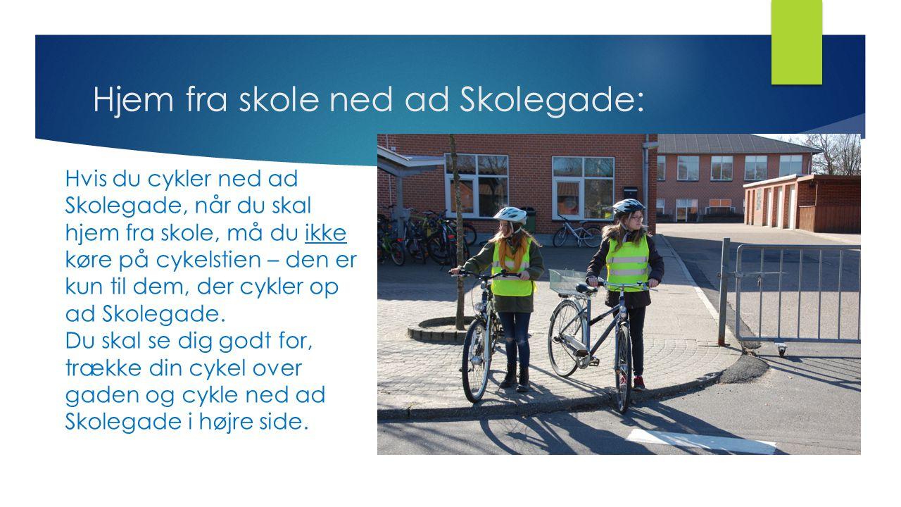Hjem fra skole ned ad Skolegade: