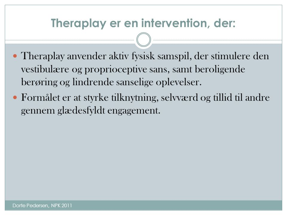 Theraplay er en intervention, der: