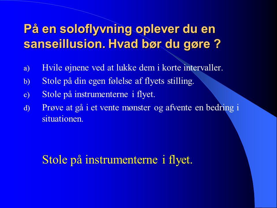 På en soloflyvning oplever du en sanseillusion. Hvad bør du gøre