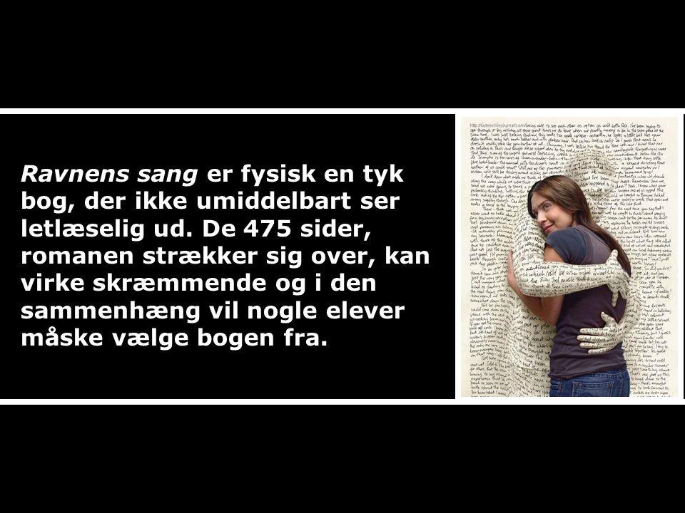 Ravnens sang er fysisk en tyk bog, der ikke umiddelbart ser letlæselig ud.