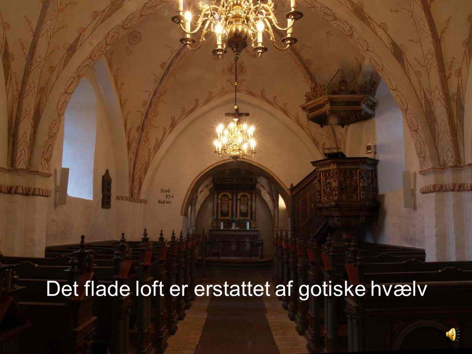 Det flade loft er erstattet af gotiske hvælv