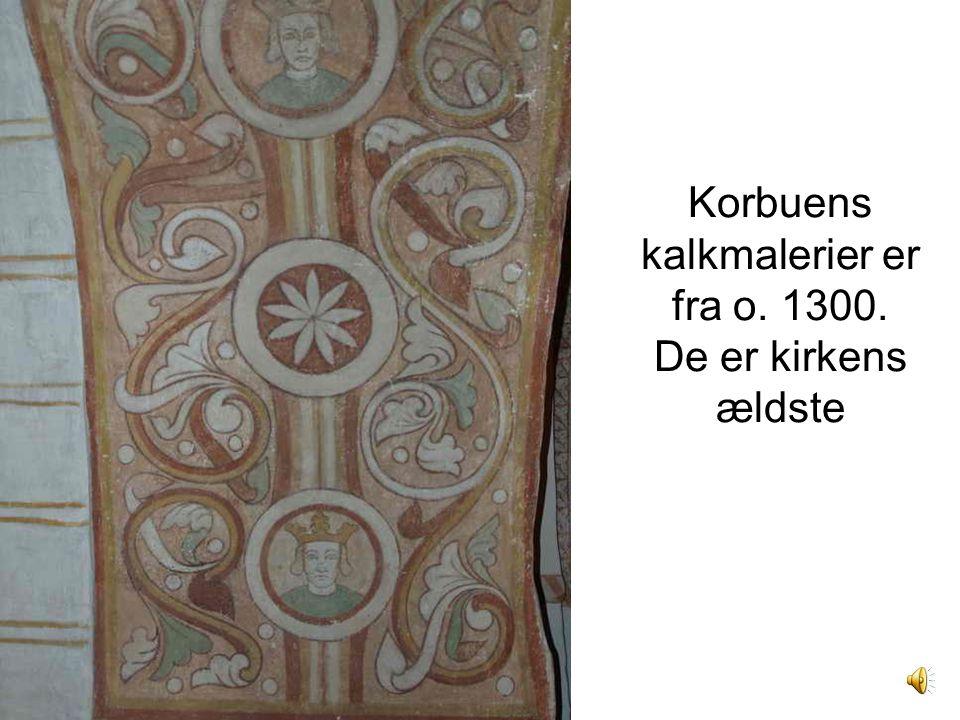 Korbuens kalkmalerier er fra o. 1300. De er kirkens ældste