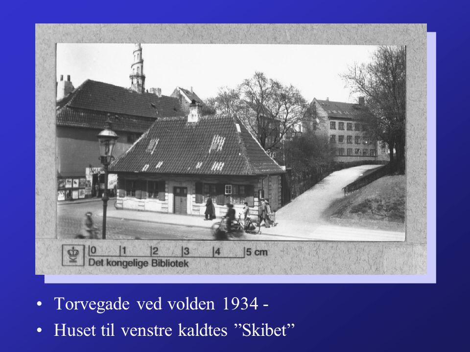 Torvegade ved volden 1934 - Huset til venstre kaldtes Skibet