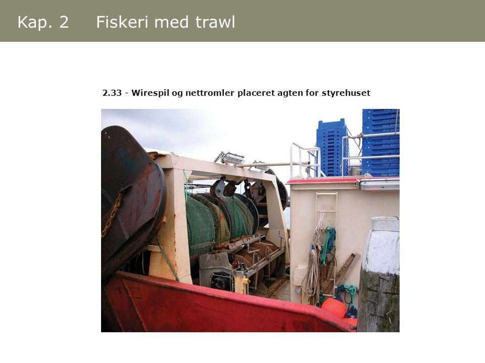 Kap. 2 Fiskeri med trawl 2.33 - Wirespil og nettromler placeret agten for styrehuset