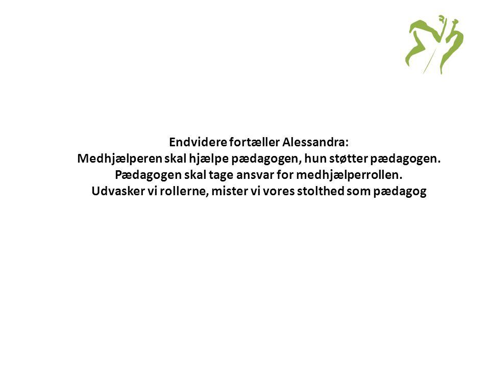 Endvidere fortæller Alessandra: Medhjælperen skal hjælpe pædagogen, hun støtter pædagogen.