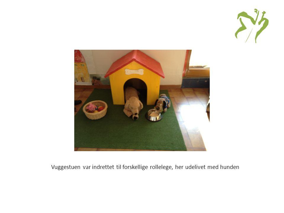 Vuggestuen var indrettet til forskellige rollelege, her udelivet med hunden