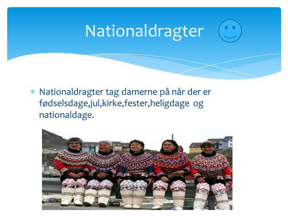 Nationaldragter Nationaldragter tag damerne på når der er fødselsdage,jul,kirke,fester,heligdage og nationaldage.