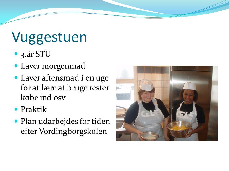 Vuggestuen 3.år STU Laver morgenmad