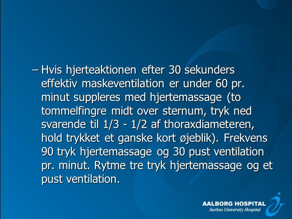 Hvis hjerteaktionen efter 30 sekunders effektiv maskeventilation er under 60 pr.
