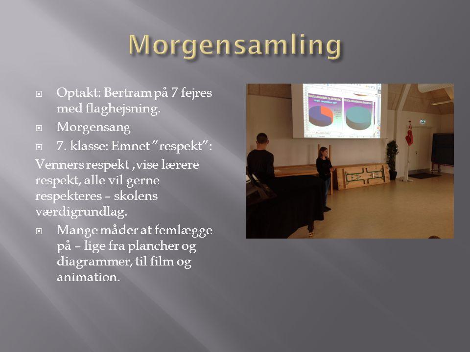 Morgensamling Optakt: Bertram på 7 fejres med flaghejsning. Morgensang