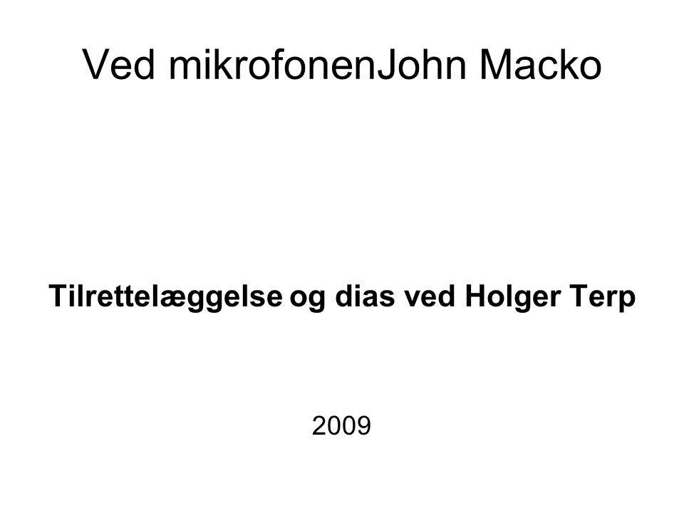 Ved mikrofonenJohn Macko