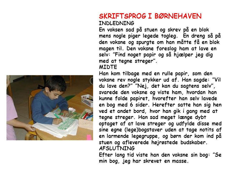 SKRIFTSPROG I BØRNEHAVEN INDLEDNING En voksen sad på stuen og skrev på en blok mens nogle piger legede togleg.