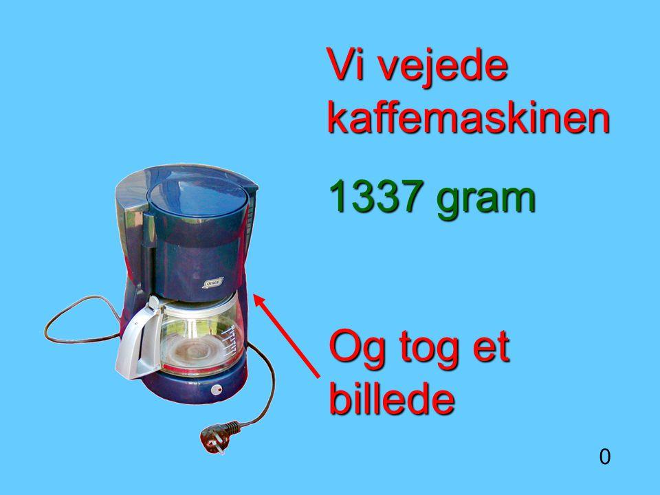 Vi vejede kaffemaskinen 1337 gram