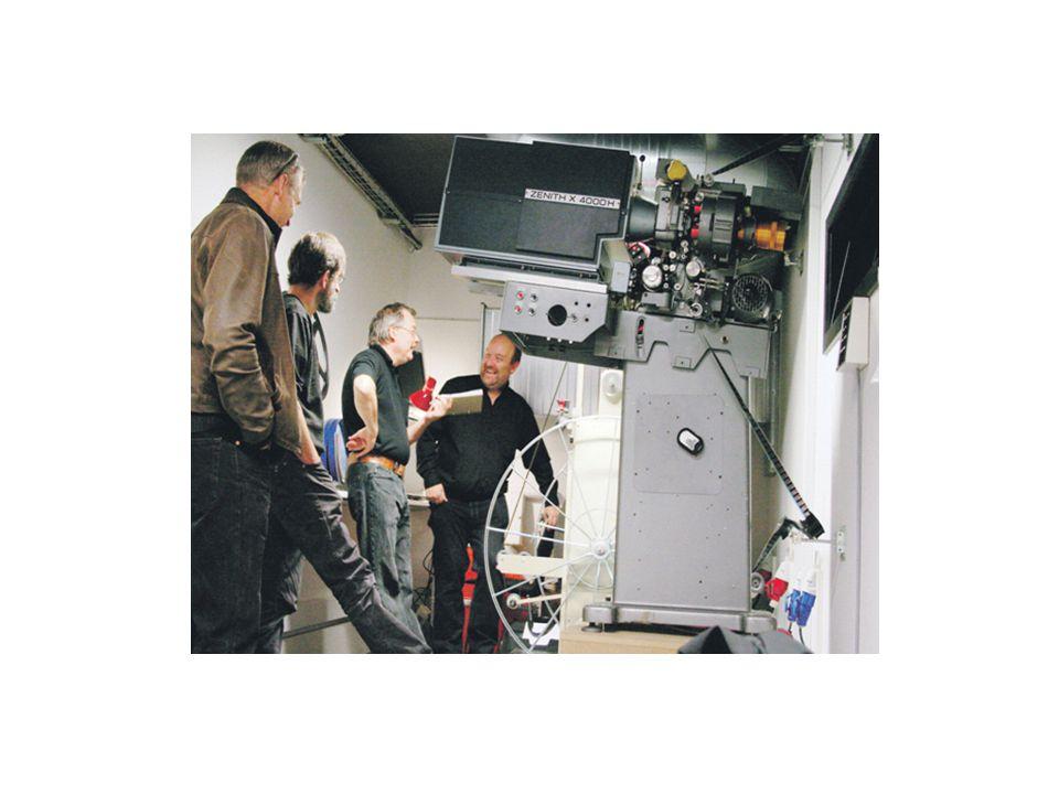 Byens Bio er en biograf drevet udelukkende af frivillige – her er det et hold operatører.