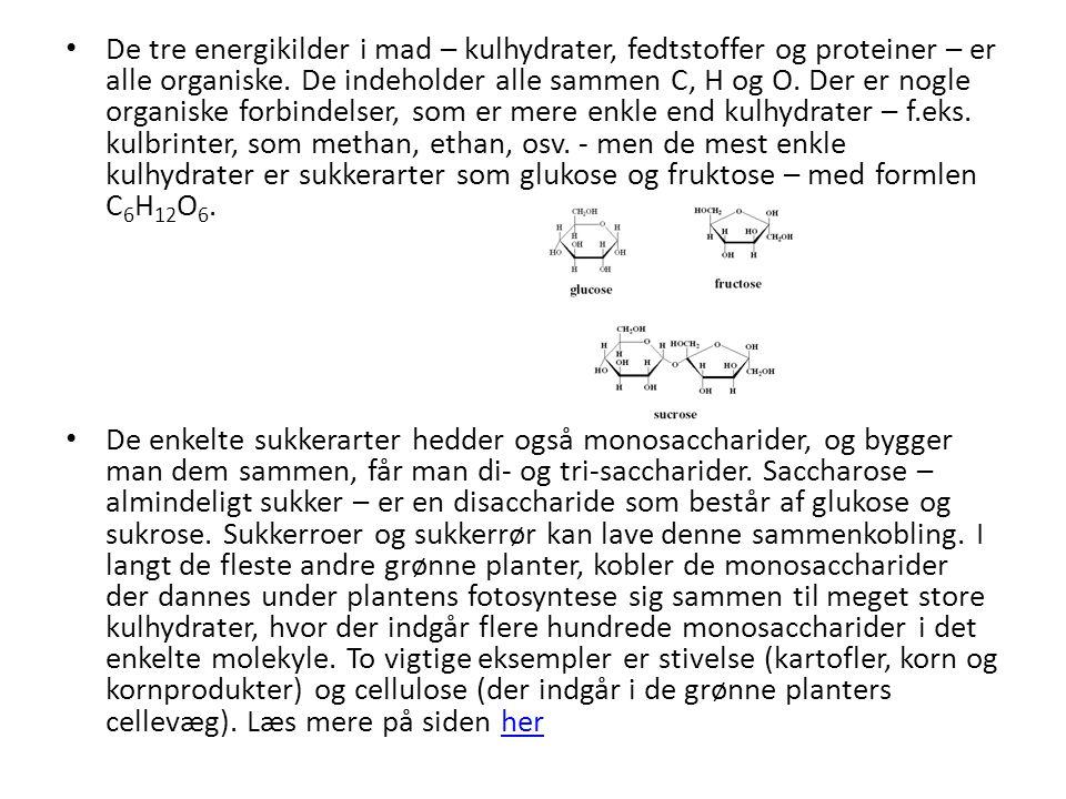 De tre energikilder i mad – kulhydrater, fedtstoffer og proteiner – er alle organiske. De indeholder alle sammen C, H og O. Der er nogle organiske forbindelser, som er mere enkle end kulhydrater – f.eks. kulbrinter, som methan, ethan, osv. - men de mest enkle kulhydrater er sukkerarter som glukose og fruktose – med formlen C6H12O6.