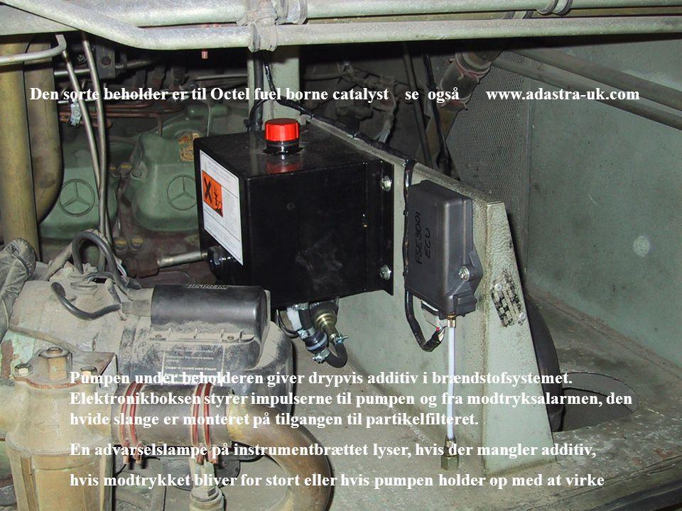 Den sorte beholder er til Octel fuel borne catalyst se også www