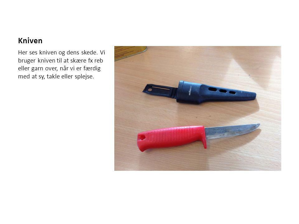 Kniven Her ses kniven og dens skede.